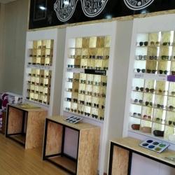 视尚眼艺眼镜店店员工作环境