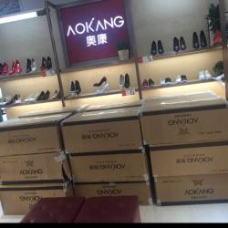 奥康鞋柜促销导购工作环境