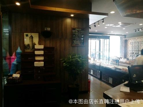 南京市江宁区金兵红跑车西饼屋
