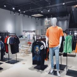衣乐仓导购员工作环境