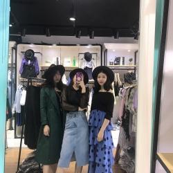 福永高木伦缤纷城然彩服饰店导购工作环境