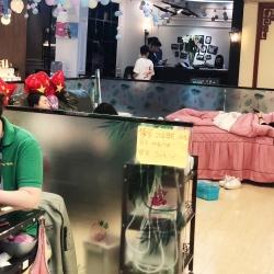 桑尼美甲纹绣师工作环境