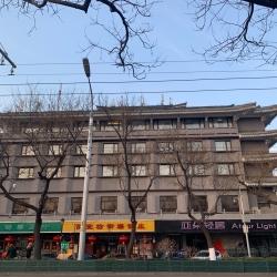 北京天坛亚朵轻居酒店酒店前台工作环境