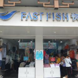 快鱼服饰导购员工作环境